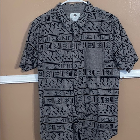 on the byas Other - Men's button down shirt